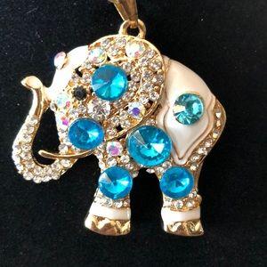 Jewelry - 🎉HP🎉Elephant Pendant